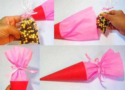 Lindo cone para colocar saquinhos de doces