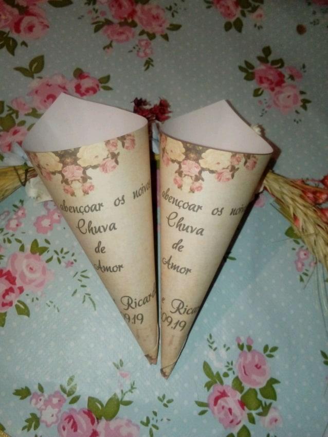 O papel pode ser customizado com frases e desenhos