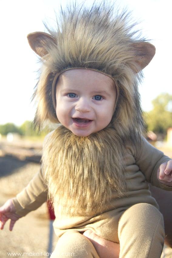 Um bebe lindo todo vestido de leao