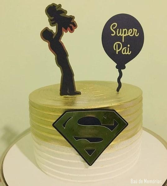 bolo dourado com topo super pai