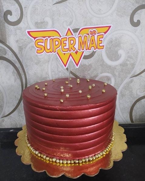 bolo dia das maes vermelho com topo super mae