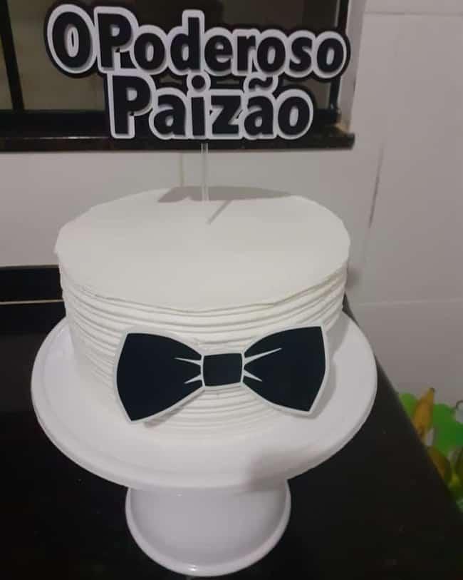 bolo decorado com topper paizao