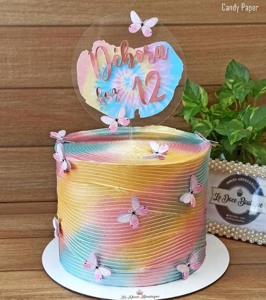bolo com topo tie dye em tons pasteis