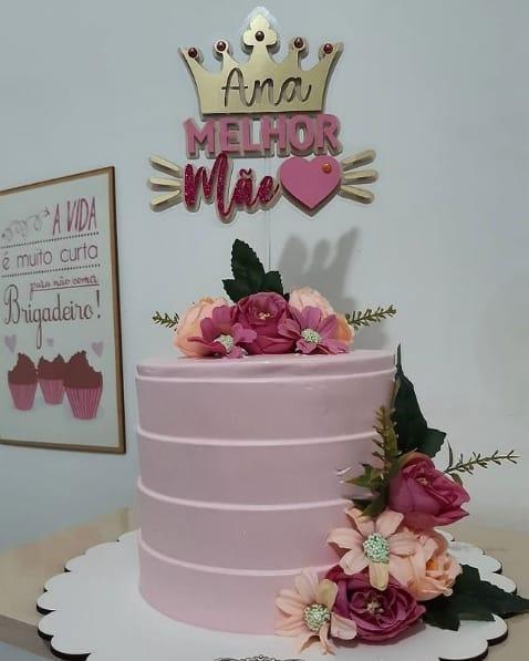 bolo rosa claro com topo personalizado de dia das maes
