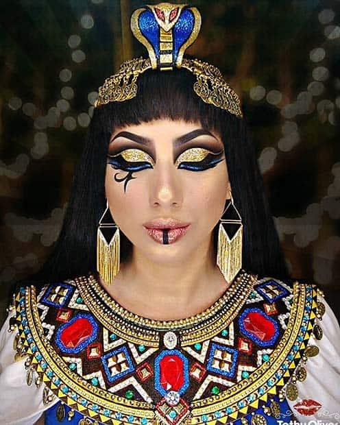 fantasia de rainha do egito com maquiagem