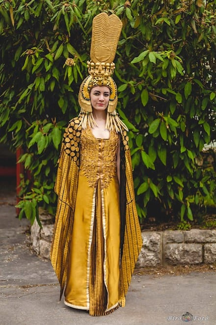 fantasia feminina dourada de rainha do Egito Cleopatra