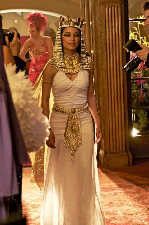 fantasia de Cleopatra com vestido branco
