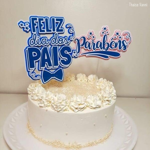 bolo de chantilly com topo de feliz dia dos pais
