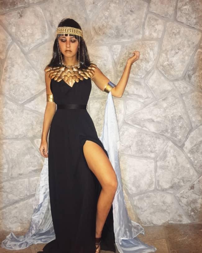 fantasia de rainha do egito com vestido preto