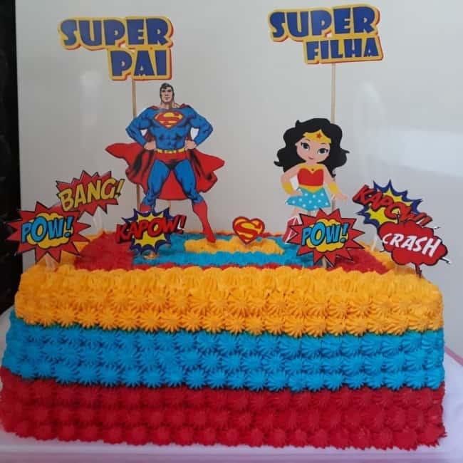 bolo decorado com topo super pai e super filha