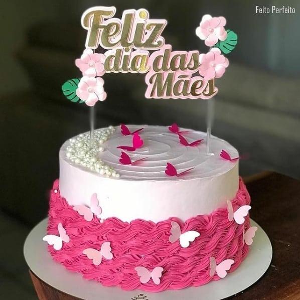 bolo rosa com topo dia das maes com flores
