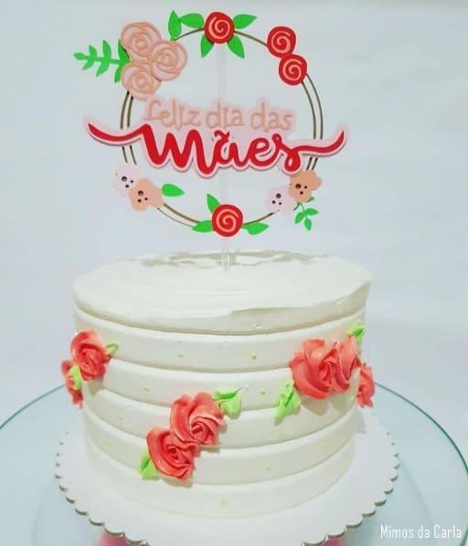bolo de chantilly branco com topo dia das maes