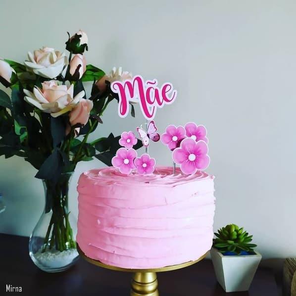 bolo cor de rosa com topo dia das maes