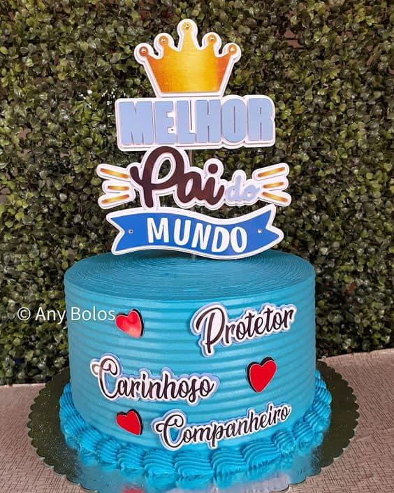 bolo de chantilly azul com topo de melhor pai do mundo