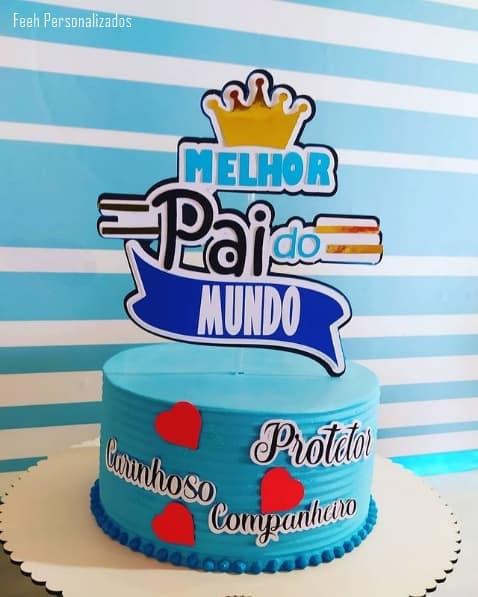 bolo de chantilly azul com toppers de melhor pai do mundo