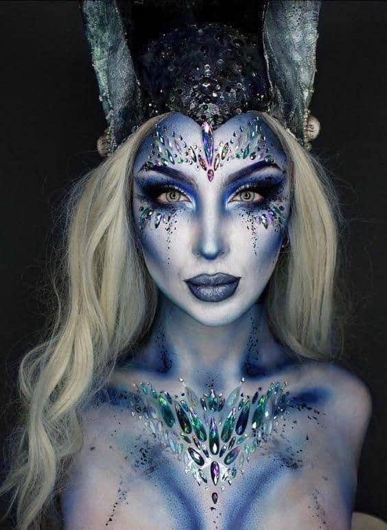 fantasia de rainha do gelo com maquiagem especial