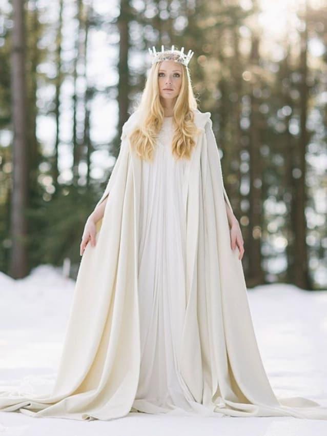 fantasia de rainha do gelo com capa e vestido