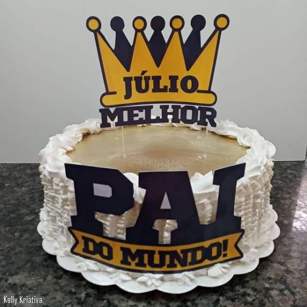 bolo decorado com topper personalizado de melhor pai do mundo