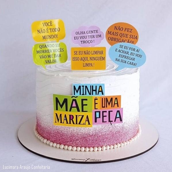 bolo decorado com glitter e topo dia das maes