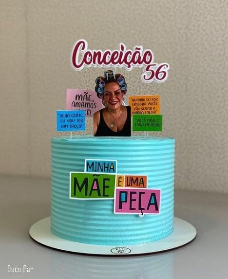 bolo azul decorado com tema minha mae e uma peca