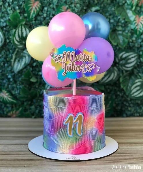 baloon cake com topo tie dye colorido