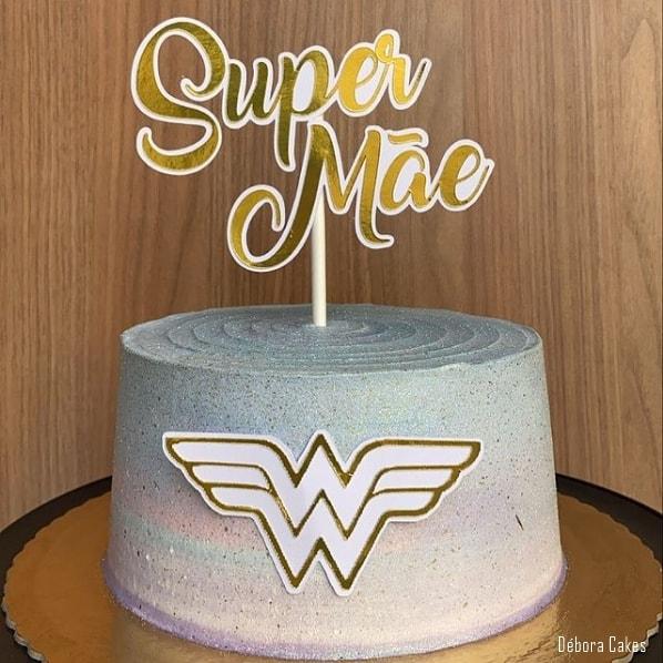 bolo decorado com topo super mae