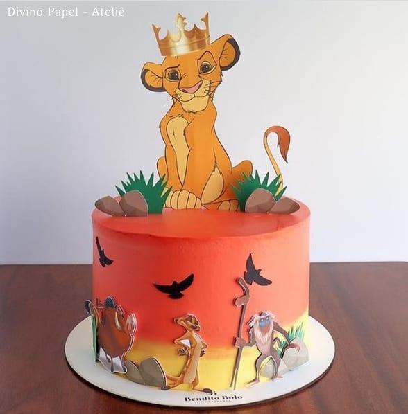 bolo decorado com topo Rei Leao