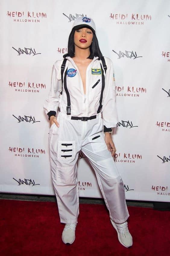 fantasia de astronauta feminina com macacao branco