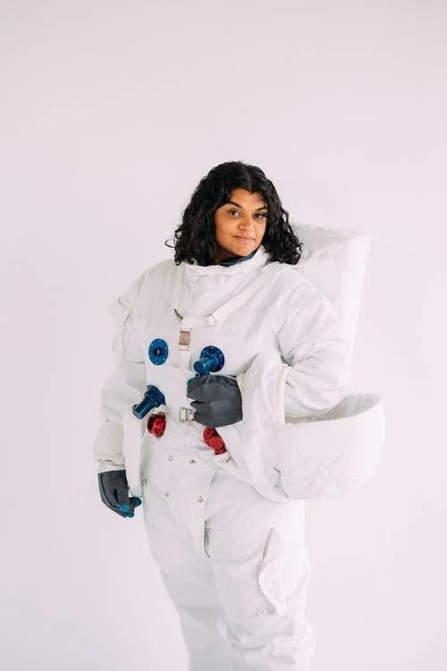 fantasia de astronauta para mulher