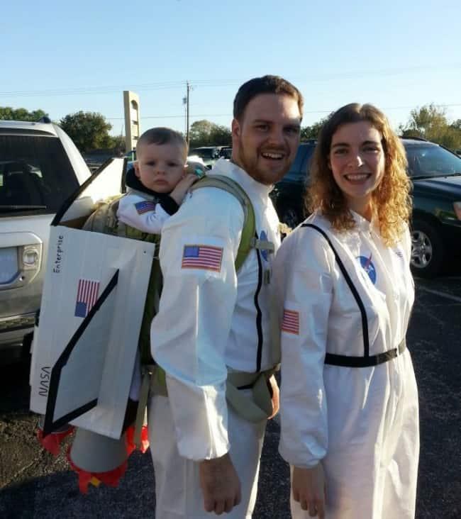 fantasia de familia de astronauta com bebe
