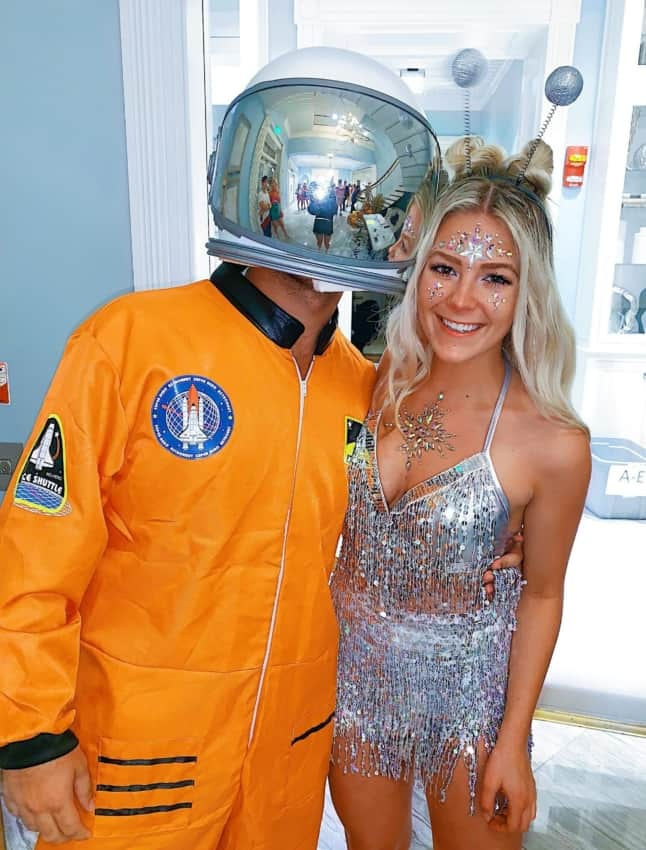 fantasia de astronauta masculina com namorada alien