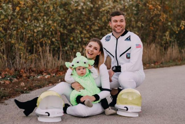 fantasia de familia com astronauta