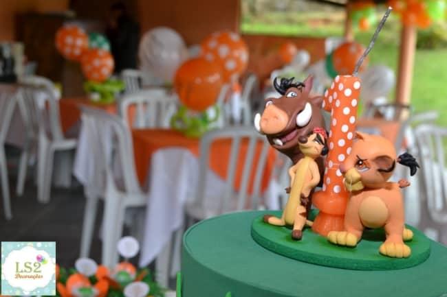 decoracao de bolo Rei Leao com topo e vela em biscuit