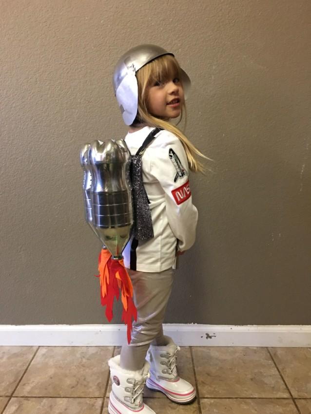 fantasia improvisada de astronauta infantil