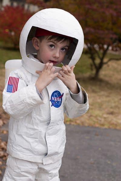fantasia de astronauta infantil com capacete
