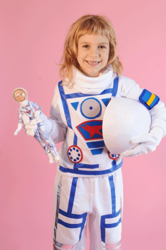 fantasia de menina com roupa de astronauta
