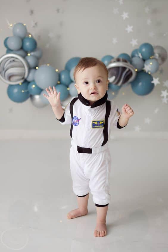 bebe com fantasia simples de astronauta