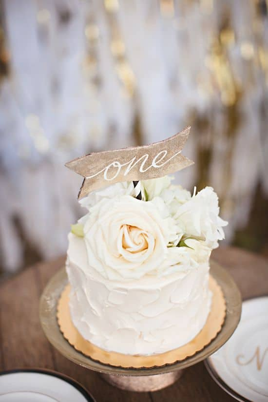 bolo com flores e topo rustico