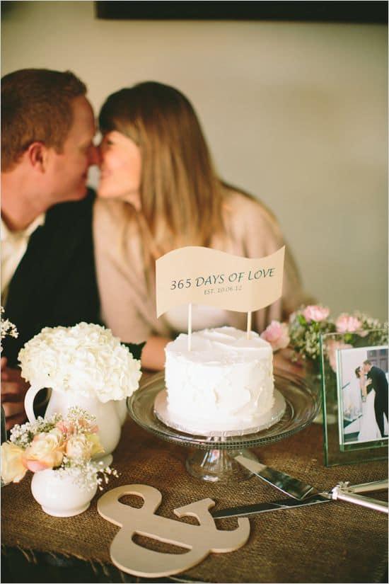 bolo simples de bodas de papel