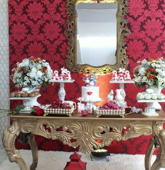 decoracao em vermelho e dourado para bodas de porcelana