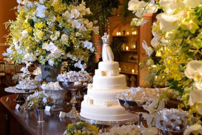 decoracao de luxo com orquideas para bodas de porcelana