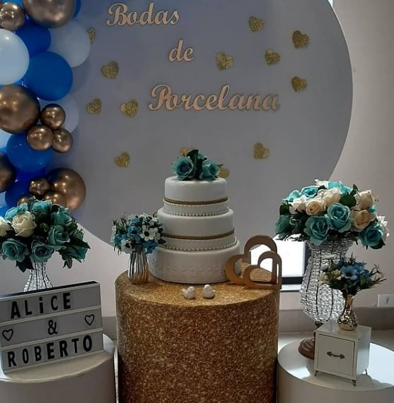 decoracao de bodas de porcelana em azul e dourado