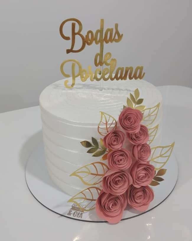 bolo com chantilly branco para 20 anos de casamento