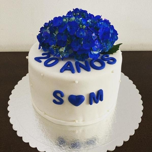 bolo de pasta americana para 20 anos de casamento