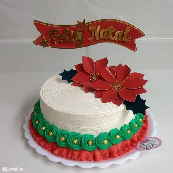bolo decorado com topo de feliz natal