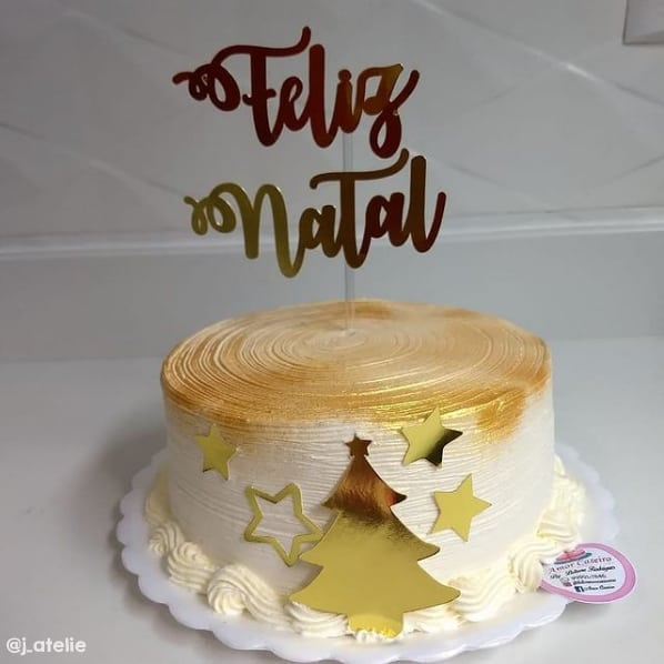 bolo com topo de feliz natal dourado