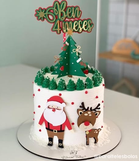 bolo de mesversario de chantilly com topo natalino