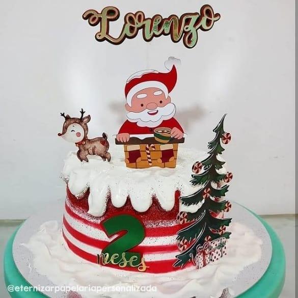 bolo de mesversario decorado com topper natalino