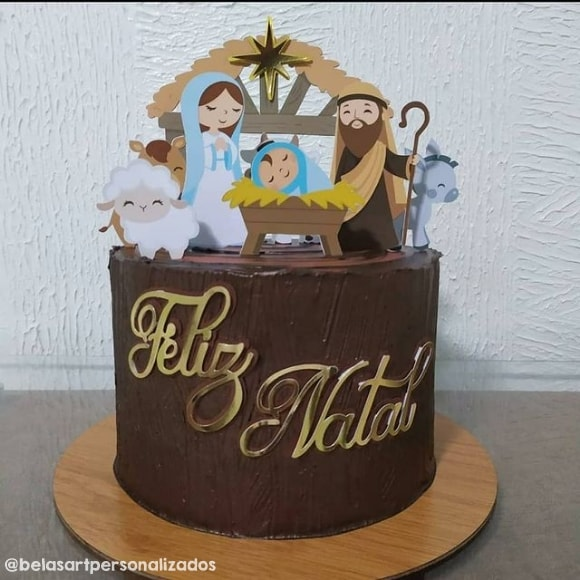 bolo decorado com topper de Jesus na manjedoura