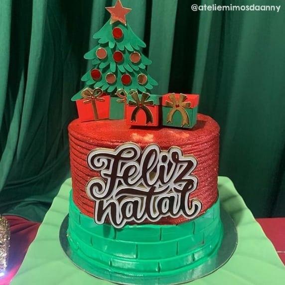 decoracao de bolo com topper de arvore de natal